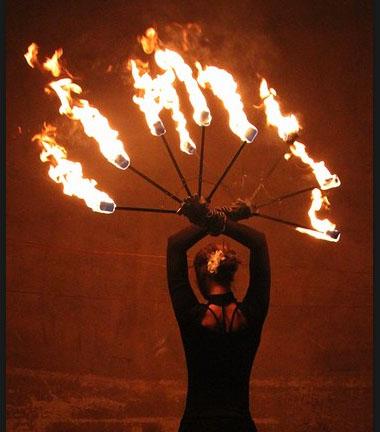 Linn Borell, Artistin, Tänzerin, Jongleurin, Feuershow, Tanzshow